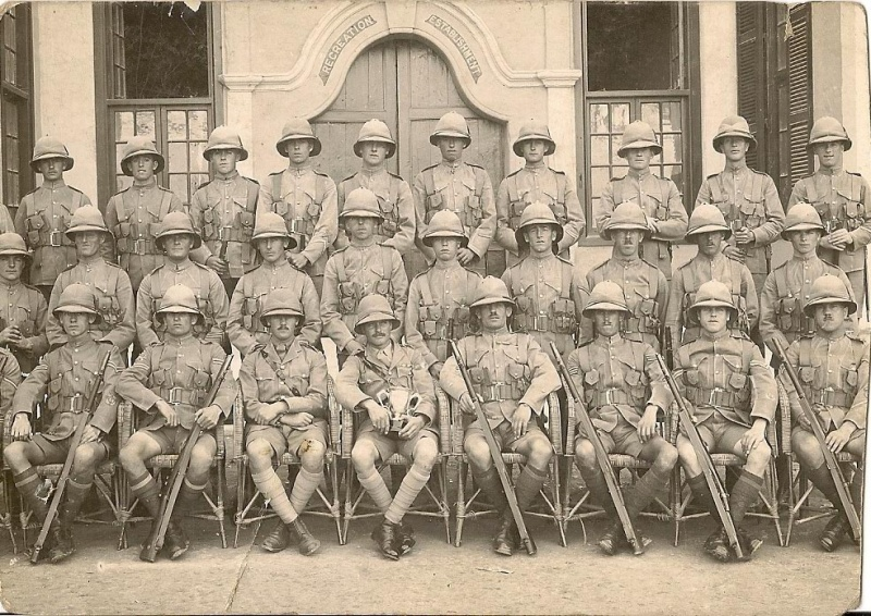 File:Hampshire Regt - 1st battalion with trophy.jpg