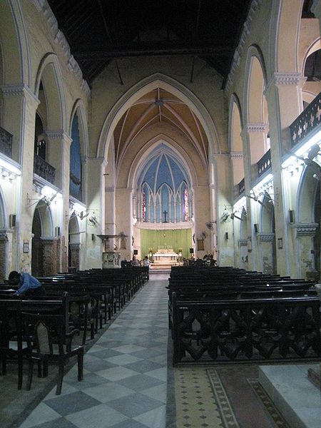 File:Interior St James Calcutta Oct 2010.jpg